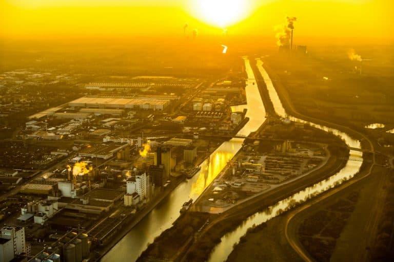 Hammer Hafen mit der Firma Boelio Brökelmann und dem ÖlfrachterAUBRIG am Datteln-Hamm-Kanal in Hamm in NRW