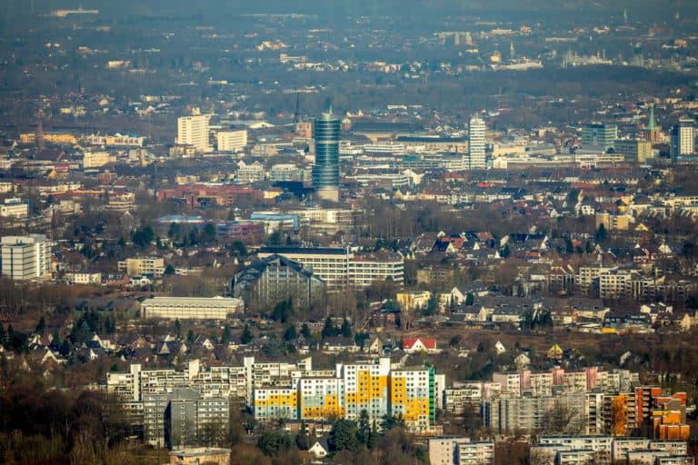 Blick von der Universität Bochum auf die Innenstadt mit Exzenterturm, Gerichtsgebäude und Europahaus in Bochum in Nordrheinwestfalen