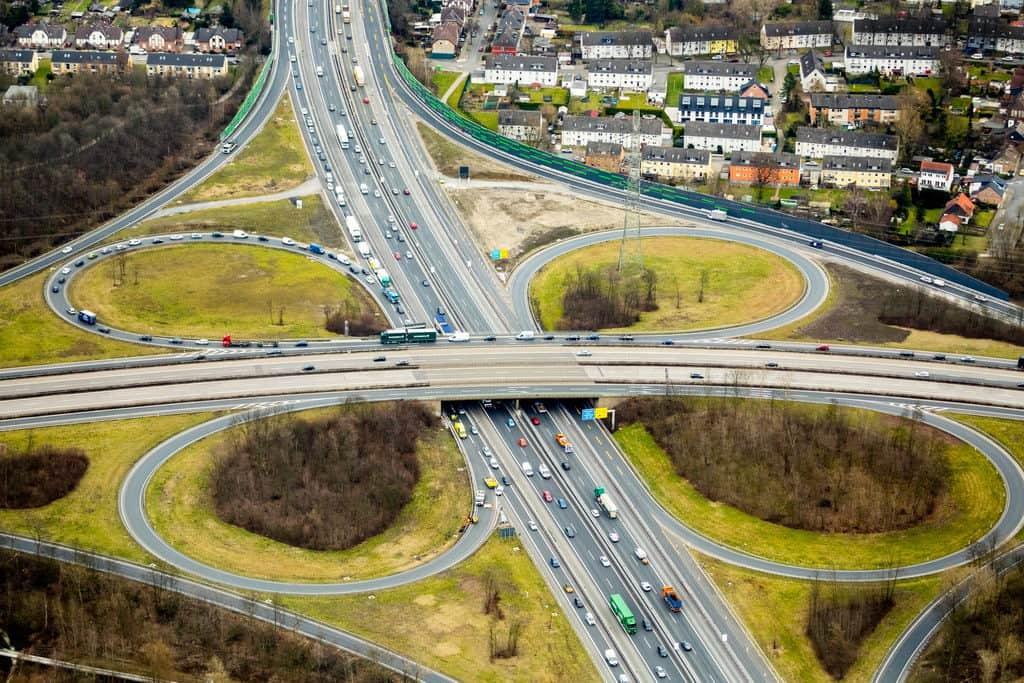 Stau Autobahnkreuz Essen-Nord, Autobahn A2 und B224, Stadtgrenze Esssen Bottrop, im Essen, Ruhrgebiet, Nordrhein-Westfalen, Deutschland