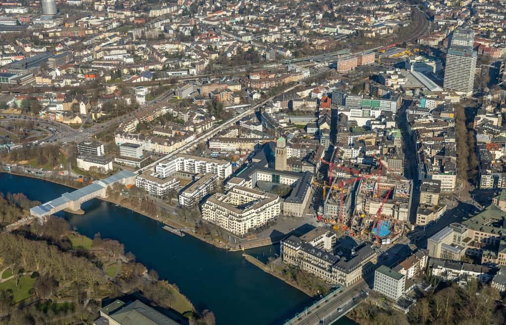 Mülheimer Innenstadt mit Ruhrbania und der Kaufhofbrache, die jetzt künftiges Stadtquartier Schloßstraße, kurz SQS, wird in Mülheim an der Ruhr im Ruhrgebiet in Nordrhein-Westfalen