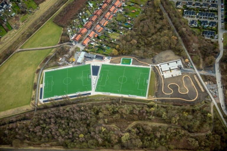 Neue Sportanlage mit Fußballplatz, Kunsrasenplätzen und Joggerbahn des DJK Essen-Katernberg 1919 eV an der Meerbruchstraße in Essen in NRW