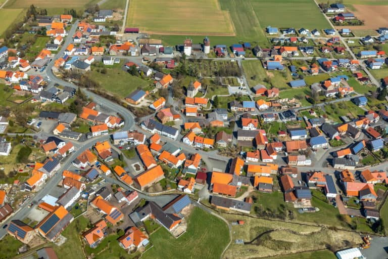 Goddelsheim und dreischiffige romanische Basilika in Lichtenfels in Hessen