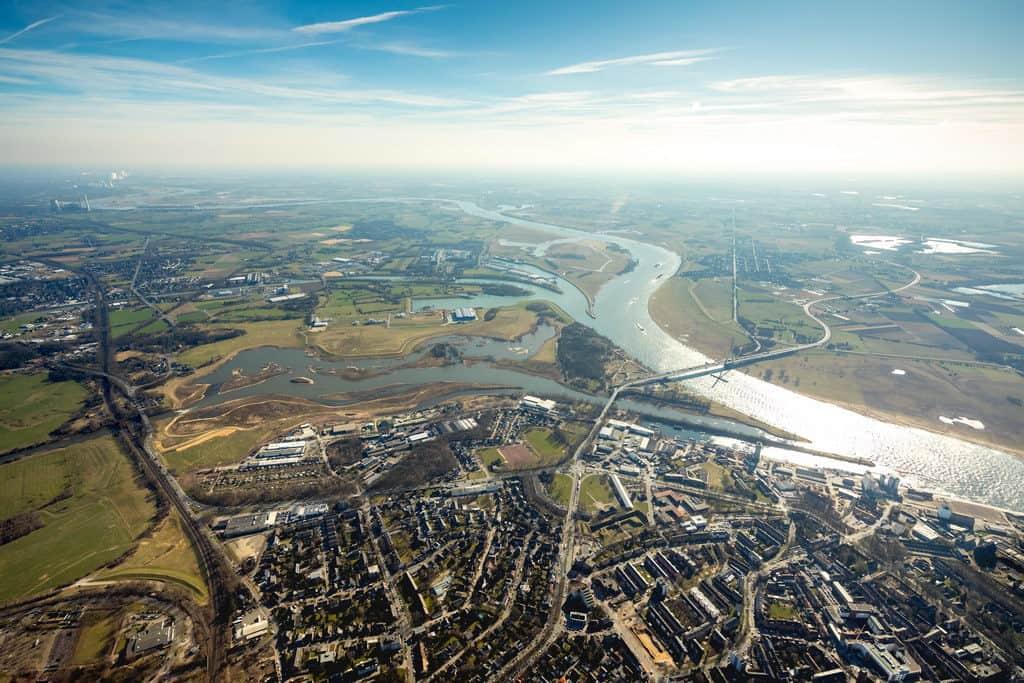 Lippemündung mit Naturschutzgebiet bei Wesel, Mündung der Lippe in den Rhein in Wesel in NRW. Rheinhafen Wesel, Wesel, Ruhrgebiet, Niederrhein, Nordrhein-Westfalen, Deutschland