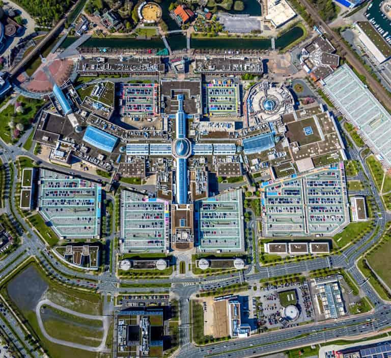 Luftbild vom Einkaufszentrum CENTRO in Oberhausens Neu Mitte in Oberhausen im Ruhrgebiet im Bundesland Nordrhein-Westfalen, Deutschland.