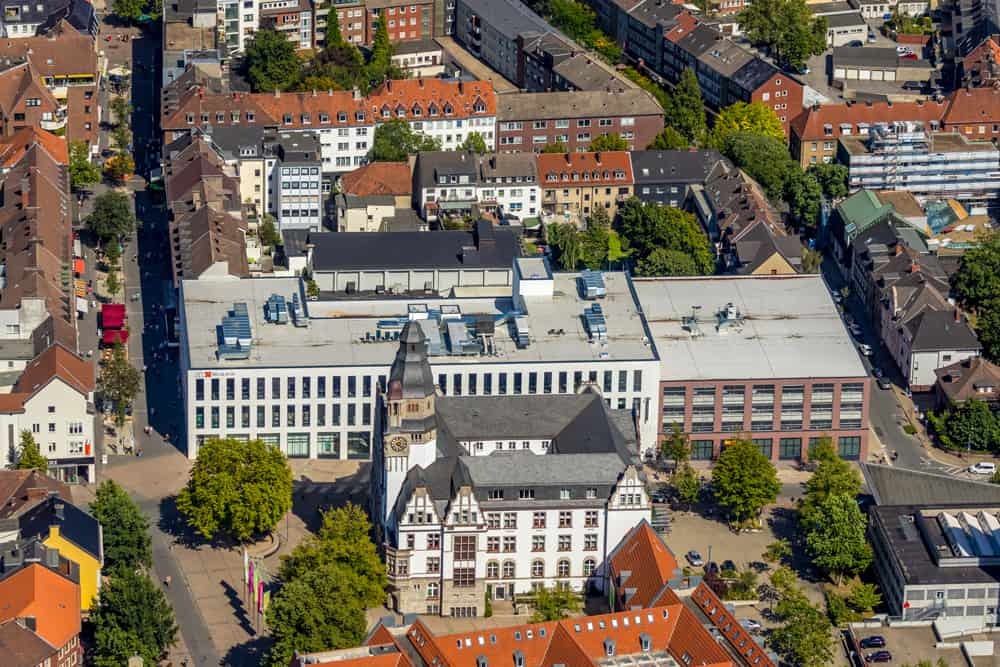 Luftbild vom Geschäftshaus Hoch10 und Willy-Brand-Platz mit Rathaus und Stadtverwaltung Gladbeck in Gladbeck an der Hochstraße, Ruhrgebiet, Nordrhein-Westfalen, Deutschland Luftfotograf Hans Blossey