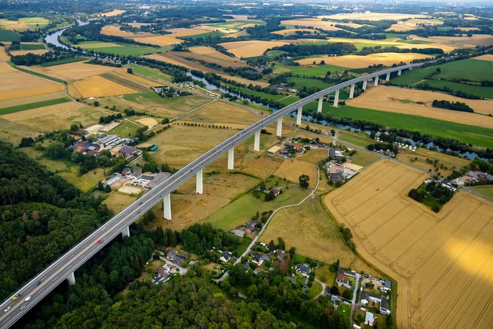 Luftbild vom Mintarder Brücke, Ruhrbrücke, Autobahn A52 mit umliegenden Ortschaften vor dem Abriss, Ruhr, Ruhrgebiet, Nordrhein-Westfalen, Deutschland Luftfotograf Hans Blossey